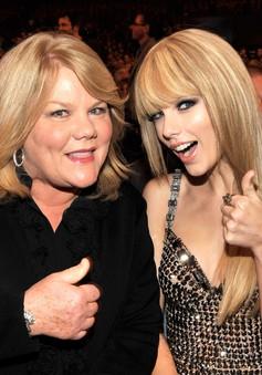Taylor Swift viết tâm thư về bệnh ung thư của mẹ
