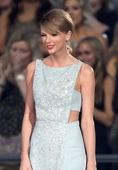 Taylor Swift đẹp như Nữ hoàng Băng giá tại ACM Awards 2015