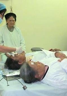 Phẫu thuật thay thủy tinh thể cho bệnh nhân nghèo