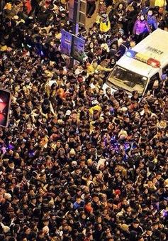 Vụ giẫm đạp ở Thượng Hải có thể vì tranh giành tiền giả