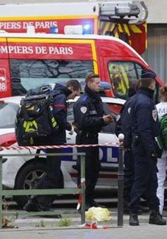 Hiện trường vụ xả súng làm chết 12 người tại Paris