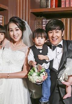 Vợ chồng Trần Hạo Dân rạng ngời bên 3 thiên thần nhỏ