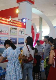 Người dân Thủ đô nô nức đến Triển lãm thành tựu kinh tế - xã hội 2015
