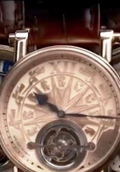 Họa tiết Trống đồng Đông Sơn được khắc trên đồng hồ Thụy Sĩ