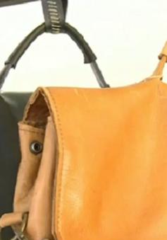 Làm giàu nhờ sản xuất túi da từ ghế sofa tại Hà Lan