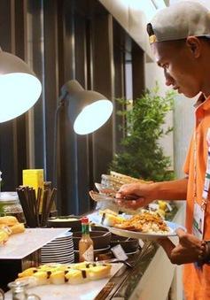 U23 Việt Nam tập thích nghi với thực đơn ở Singapore