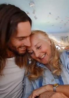Chàng trai làm video tìm người yêu cho mẹ