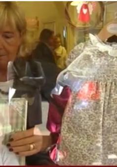 Sức hút từ chiếc váy hoa của công chúa Anh Charlotte