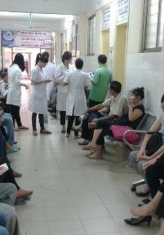 Bệnh viện Mắt Trung ương hoãn mổ vì … thiếu vật tư