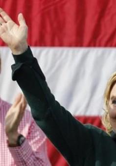 Cựu Tổng thống Bill Clinton hỗ trợ vợ tranh cử tại bang Iowa