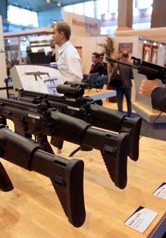 Thông qua Hiệp ước quốc tế về buôn bán vũ khí