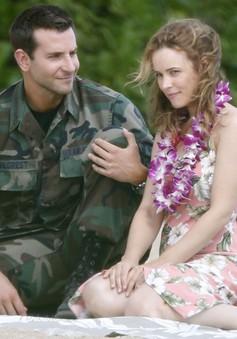 """Bradley Cooper vướng tình tay ba trong """"Aloha"""""""