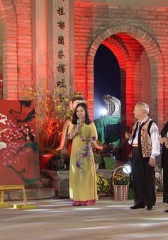 Ăn Tết Việt: Cùng người Tây ăn Tết ta