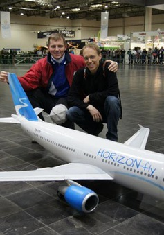 Ấn tượng mô hình máy bay A310 có thể hoạt động như thật