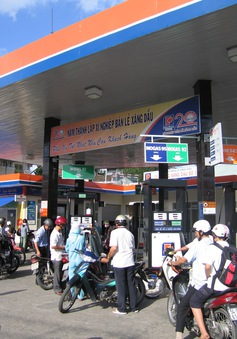 Phó Thủ tướng Nguyễn Xuân Phúc chỉ đạo tăng cường kiểm tra kinh doanh xăng dầu