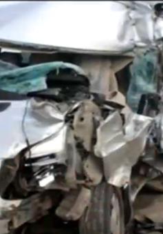 Xe khách tông xe tải, 9 người thương vong