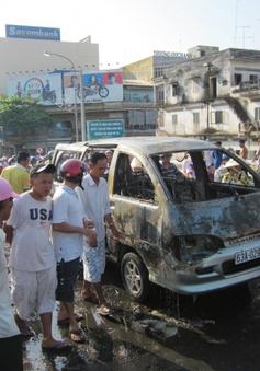 Tiền Giang: Ôtô đang chạy bỗng nhiên... bốc cháy