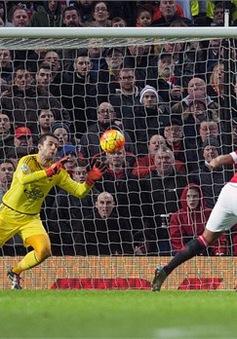 Man Utd 2-1 Swansea: Rooney ghi siêu phẩm, MU ngắt chuỗi không thắng