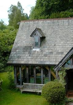 """Nhà kho cũ kỹ được """"hô biến"""" thành căn nhà ở ấm cúng"""
