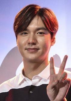 Lee Min Ho xúc động khi fan cạo đầu vì nhớ mình