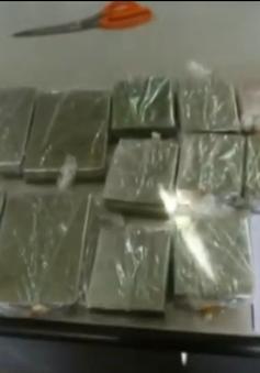 Sơn La: Bắt quả tang 2 đối tượng vận chuyển 12 bánh heroin