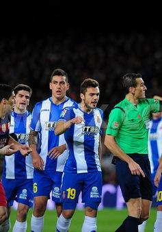 Barcelona thắng to, HLV Enrique vẫn nổi giận vì trọng tài