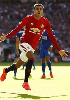VIDEO: Lingard solo qua rừng cầu thủ Leicester, mở tỷ số cho Man Utd