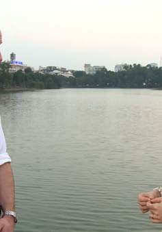 Hoàng tử William dạo Hồ Gươm, thăm cầu Thê Húc cùng MC Thùy Dương VTV4