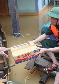 Quân khu 4 hỗ trợ bà con vùng lũ Hương Khê 4 tấn lương thực