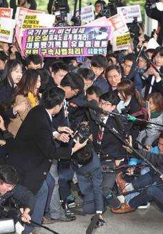 Hàn Quốc chính thức bắt giữ bà Choi Soon-sil