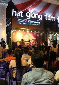 Biểu diễn nghệ thuật đường phố ủng hộ đồng bào miền Trung