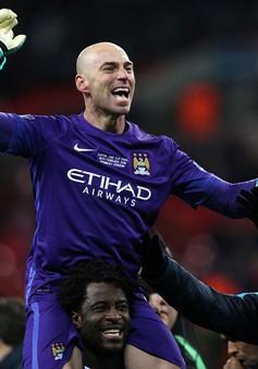 [VIDEO] Kép phụ Man City cản phá 3 quả phạt đền liên tiếp của Liverpool