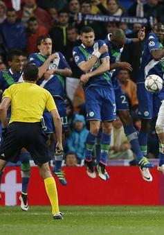 Chiêm ngưỡng cú đá phạt không tưởng của Ronaldo vào lưới Wolfsburg