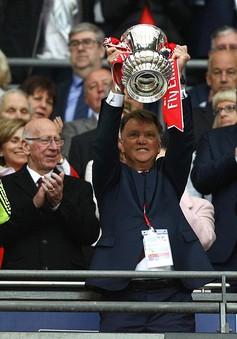 Vừa vô địch FA Cup, Van Gaal lập tức bị Man Utd sa thải?