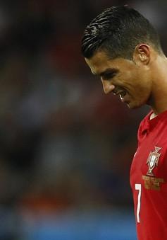 """C.Ronaldo """"lỗi mồm"""", HLV Bồ Đào Nha lên tiếng bào chữa"""