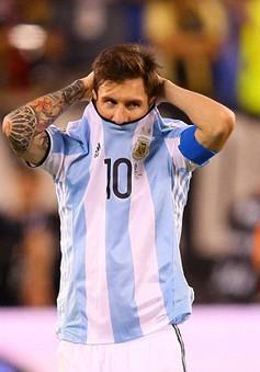 VIDEO: Messi sút penalty lên trời, ĐT Argentina dâng chức vô địch cho Chile