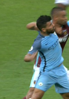 Man City 99,99% mất Aguero trong trận derby Manchester