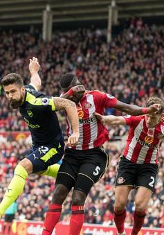 """Sunderland 1-4 Arsenal: Giroud, Sanchez """"rủ nhau"""" tỏa sáng, Pháo thủ chiếm đóng ngôi đầu"""