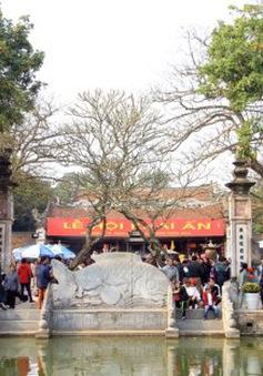 Hàng nghìn người đổ về đền Trần trước giờ khai ấn