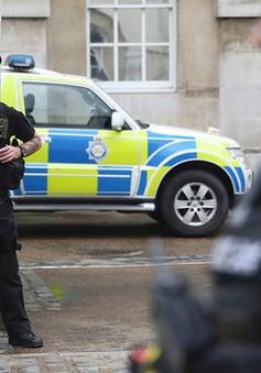 """Cảnh sát vũ trang Anh """"khát"""" nhân lực"""