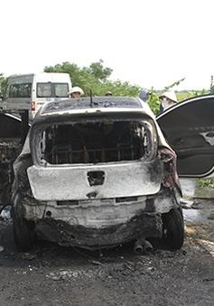 Cháy xe ô tô trên Quốc lộ 39B, 5 người thoát nạn