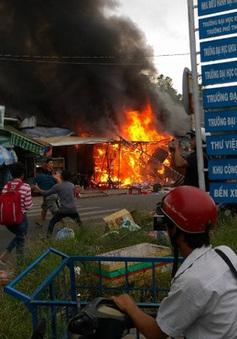 Bình Dương: Cháy 4 cửa hàng trong khu vực Đại học Quốc gia TP.HCM