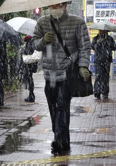 Nhật Bản đón tuyết sớm chưa từng có trong 50 năm qua
