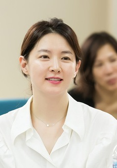 """Phim của Lee Young Ae vượt mặt """"Hậu duệ mặt trời""""?"""