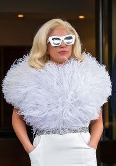 """Săm soi những trang phục siêu """"bá đạo"""" của Lady Gaga"""