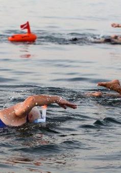 Bơi qua biển Chết để nâng cao ý thức bảo vệ môi trường