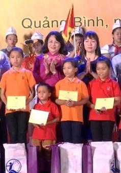 Vui Trung thu cùng trẻ em ven biển miền Trung