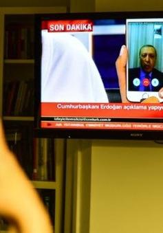 Tổng thổng Thổ Nhĩ Kỳ kêu gọi chống đảo chính qua điện thoại