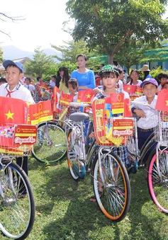 """Hành trình """"Cùng em đi học"""" ở Ninh Thuận"""