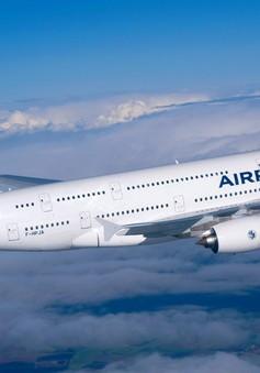 Tình báo Anh và Mỹ theo dõi các cuộc điện thoại trên máy bay